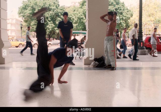 Local kids dancing Hip Hop and breakdancing in Havana Vieja. Havana, Cuba - Stock Image