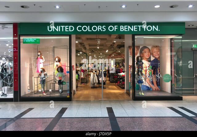 Fashion stores center city stock photos fashion stores for Benetton usa online shop