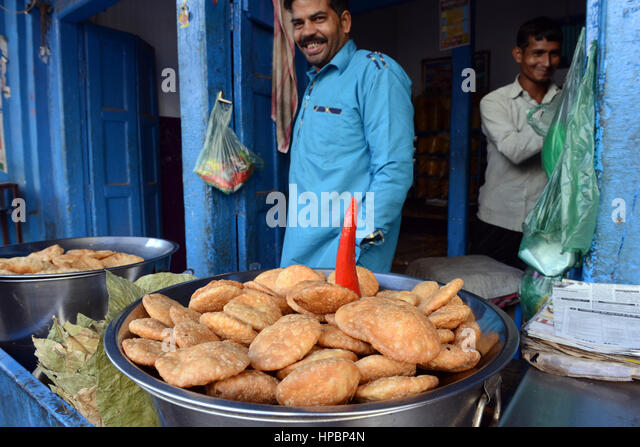 A Katchori vendor in Lucknow, India - Stock Image