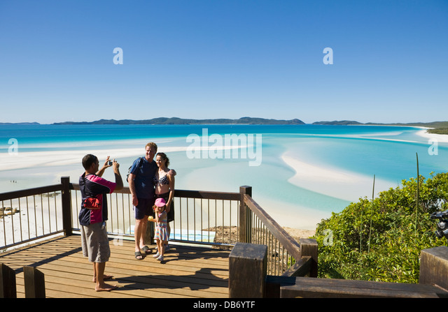 Family at the scenic lookout overlooking Hill Inlet and Whitehaven Beach. Whitsunday Island, Whitsundays, Queensland, - Stock-Bilder