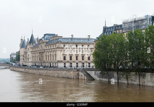 Flood décrease, Seine river, île de la cité, Paris, 06/06/2016 - Stock Image