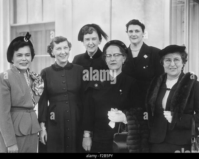 Mamie Eisenhower members of the D.C. Star Federation of Business and Professional Women. Front row, L-R: Miss Clara - Stock Image