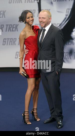 US actress Zoe Saldana (L, Nyota Uhura) and Simon Pegg (R, Montgomery ?Scotty? Scott) arrive for the Germany premiere - Stock Image