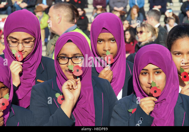 London, UK. 11th November, 2016. Pupils from Eden Girls's School , Waltham Forest pose for photos with poppy - Stock Image