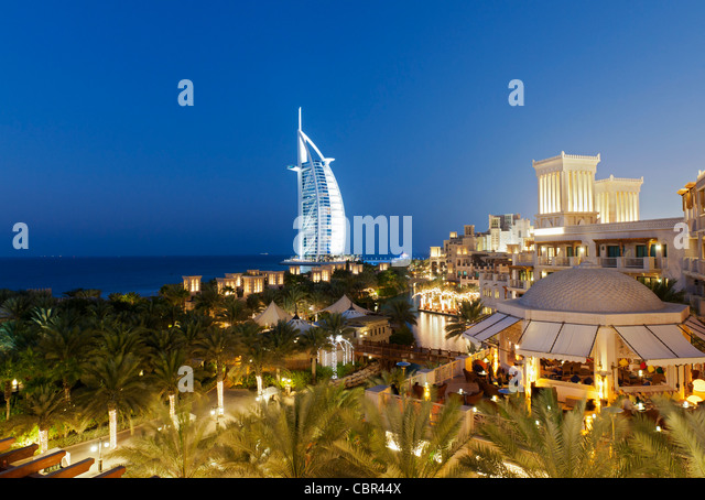 View of resort hotels at Jumeirah Madinat and Burj al Arab hotel at night  in Dubai in United Arab Emirates - Stock Image