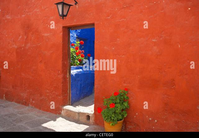 interior detail of the Santa Catalina Monastery, Arequipa, Peru - Stock-Bilder