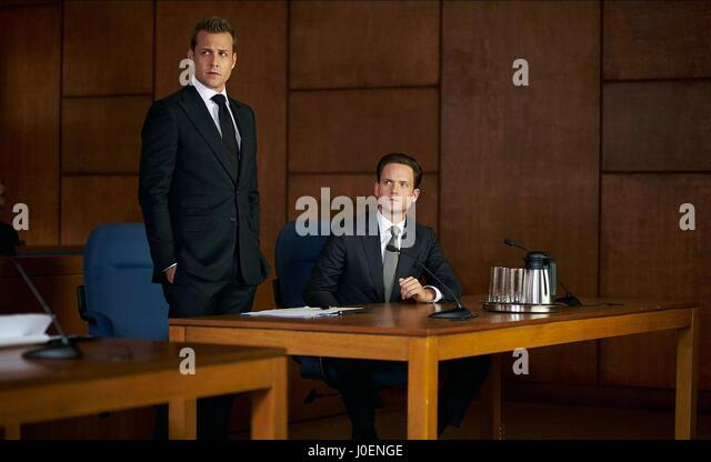 GABRIEL MACHT & PATRICK J. ADAMS SUITS : SEASON 5 (2015) - Stock Image