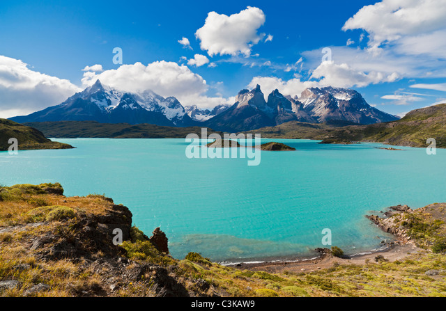 South America, Chile, Patagonia, View of cuernos del paine with lake pehoe - Stock Image