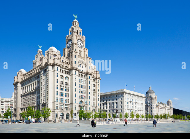 Three Graces buildings, Pierhead, Liverpool waterfront, Liverpool, Merseyside, England, UK - Stock-Bilder