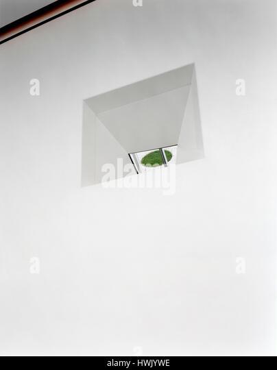 Mirror on corridor wall reflecting an outside area. Walker Art Center, Minneapolis, United States. Architect: Herzog - Stock-Bilder