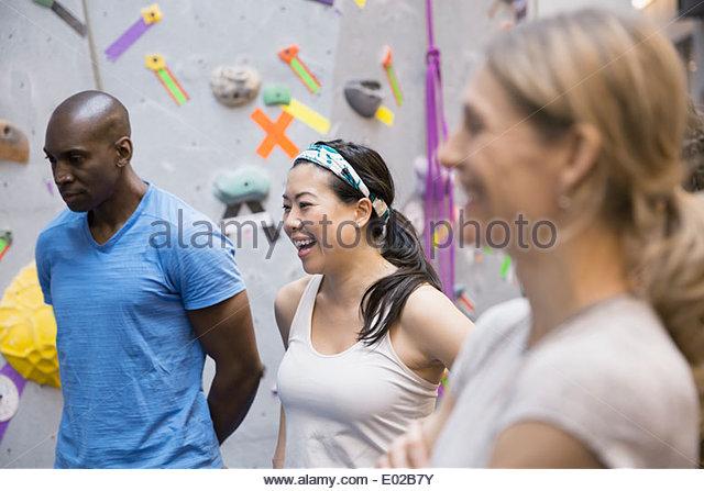Group talking at climbing wall - Stock-Bilder