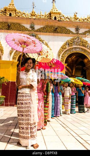 Traditional Burmese ceremony at Buddhist temple Myanmar - Stock-Bilder
