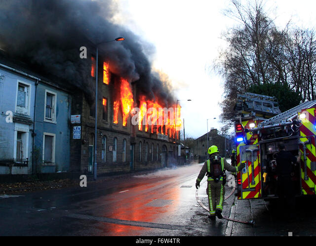 Thornton, Bradford, Yorkshire, UK. 19th November, 2015. Firefighters attending a blaze at Prospect Mill in Thornton, - Stock Image