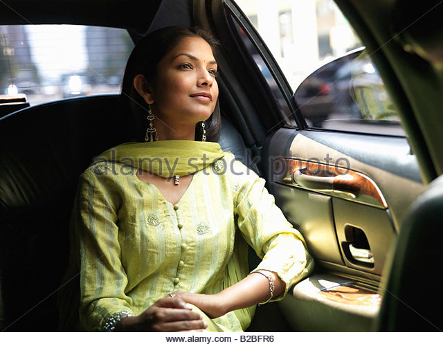 Indian woman in backseat of car - Stock-Bilder