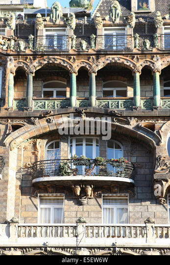 Rapp paris stock photos rapp paris stock images alamy for Avenue jules dujardin 5