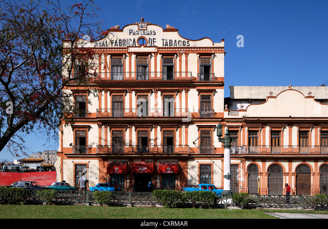 Oldest and most famous cigar factory of Havana, Real Fabrica de Tabacos Partagas, classic cars, Calle Industria - Stock-Bilder