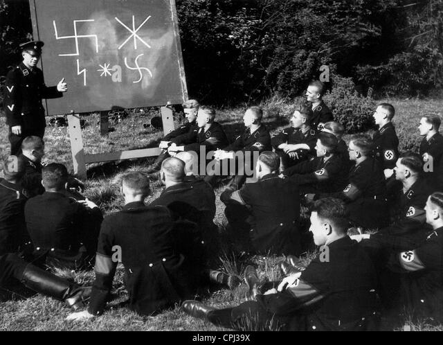 SS recruits during instruction - Stock-Bilder