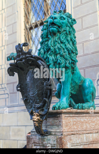 Bavarian Lion Statue in front of Munich Residenz, Bavaria, Germany - Stock-Bilder