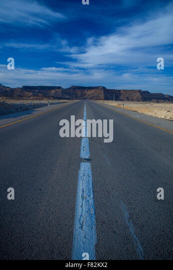 A road stretching in out to the horizon in the Israeli Negev desert - Stock Image
