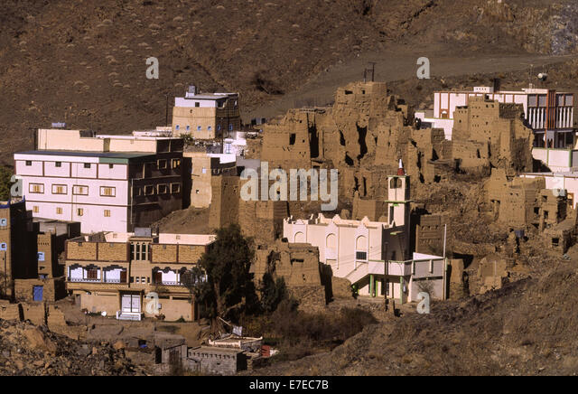 MUD WALLED HOUSES AMONG THE NEW IN ASIR  SAUDI ARABIA - Stock Image
