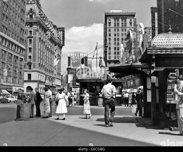 1950s NEW YORK CITY TIMES SQUARE WEST 43RD STREET LOOKING NORTH - Stock Image