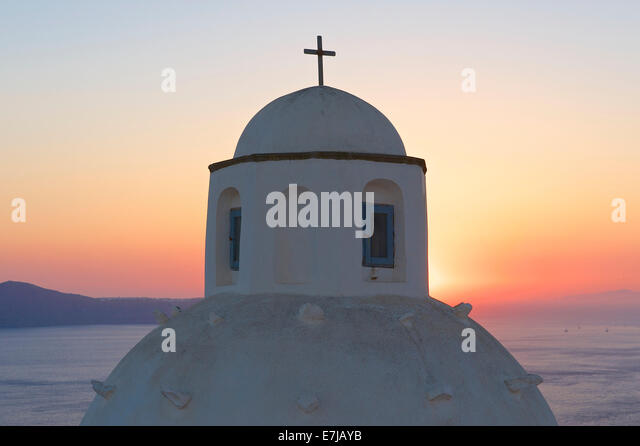 Church dome at sunset, Thira, Santorini, Cyclades, Greece - Stock-Bilder