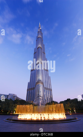 Fountain in front of tallest building Burj Khalifa in Dubai - Stock Image