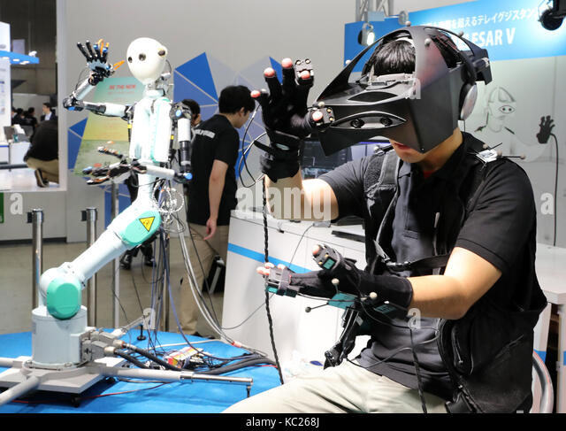 Chiba, Japan. 2nd Oct, 2017. Japan's telecommunication company KDDI demonstrates a master-slave robot 'Telesar - Stock Image