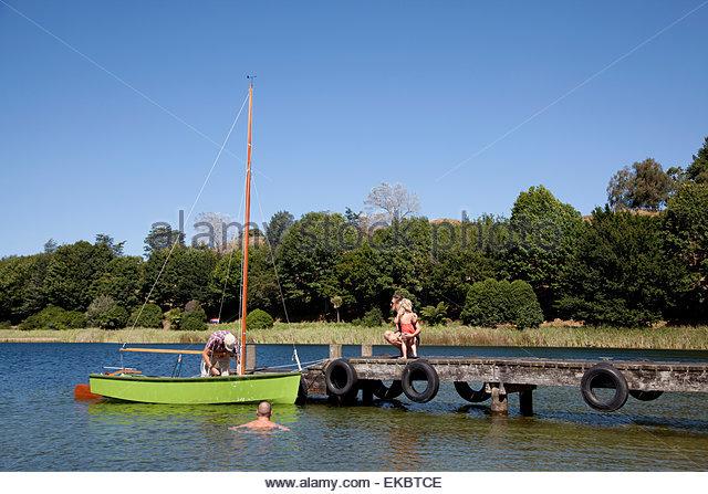 Man preparing sailboat on Lake Okareka, New Zealand - Stock Image