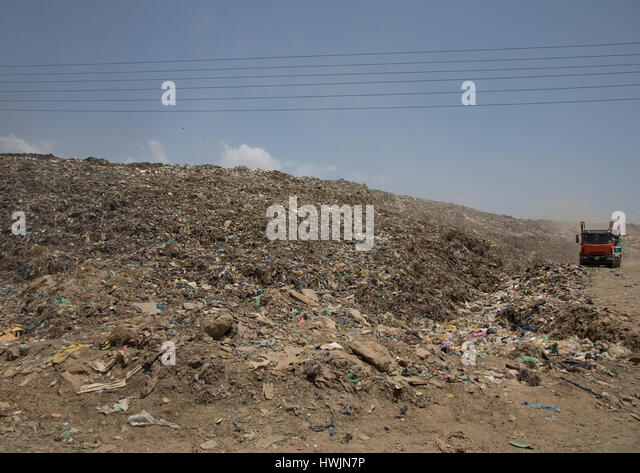 Truck in Koshe rubbish dump, Addis Ababa region, Addis Ababa, Ethiopia - Stock-Bilder