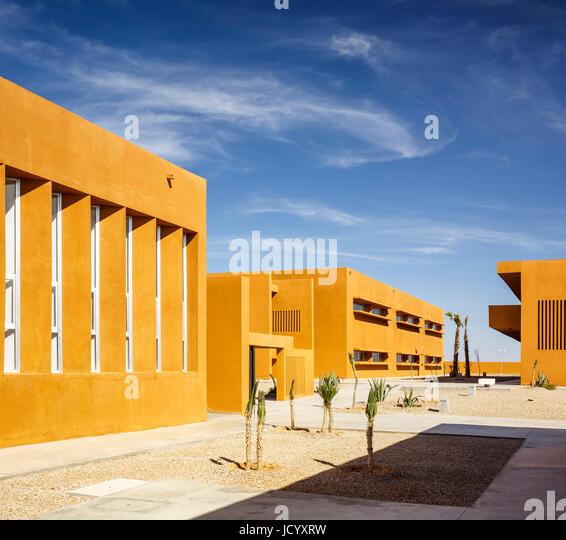 Building facades in perspective. Laayoune Technology School, Laayoune, Morocco. Architect: Saad El Kabbaj, Driss - Stock-Bilder