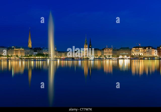 Hamburg skyline taken right after sunset at the blue hour over the binnenalster. - Stock-Bilder