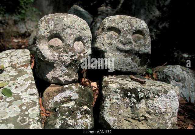 Honduras Copan Ruinas Maya ruins Stone Skulls stone human skulls Temple 7 sacrifice horizontal Honduras Copan Ruinas - Stock Image