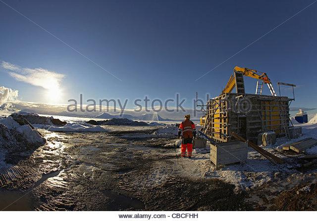 Workers overlooking construction site - Stock-Bilder