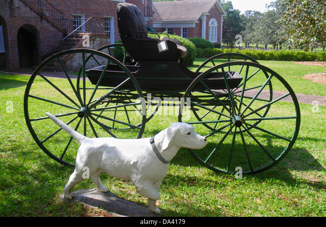 Georgia Thomasville Pebble Hill Plantation sporting country estate carriage statue dog pointer - Stock Image