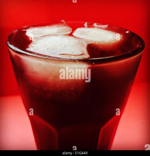 Red Longdrink-Squeezer with icecubes - Stock-Bilder
