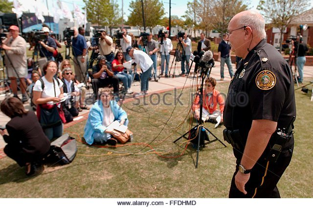 Duluth Police Maj. Don Woodruff walks away from the media after telling them they would have to wait longer for - Stock Image