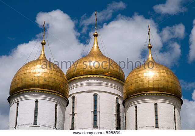 Golden domes of the Assumption or Dormition Cathedral on Cathedral Square in the Kremlin Moscow Russia - Stock Image
