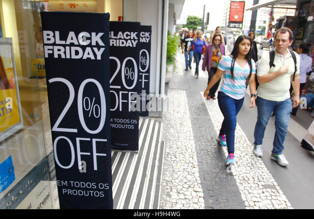 SÃO PAULO, SP - 23.11.2016: BLACK FRIDAY BRASIL 2016 - Takes place next Friday (25) Black Friday 2016 Brazil - Stock-Bilder