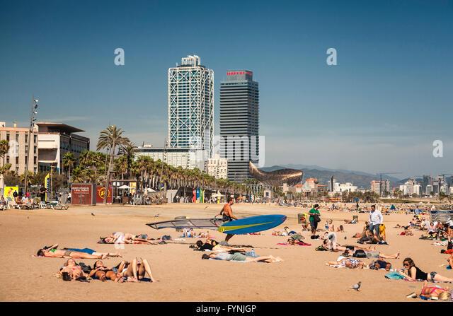 Platja de la Barceloneta Hotels Arts sculpture   by Frank Gehry Passeig Maritim , beach, people, Barcelona, Spain - Stock Image