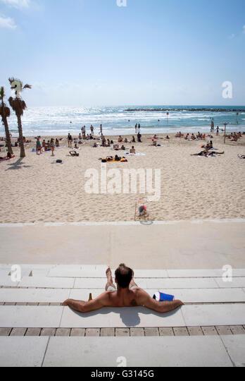 Enjoy the sun at the beach in Tel Aviv, Israel. - Stock Image
