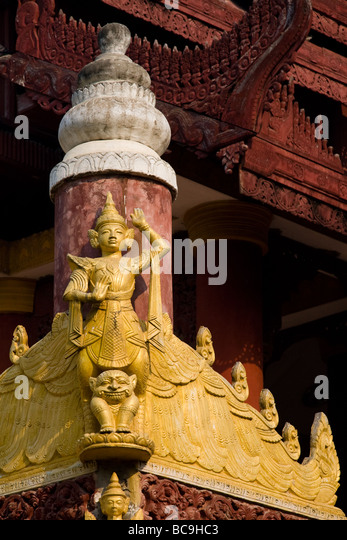 Teakwood carving on a Pagoda in Mandalay, Myanmar - Stock-Bilder
