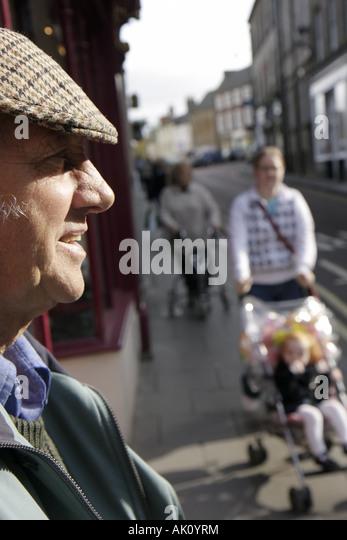 UK, England, Alnwick, Narrowgate, Scotsman, shoppers, - Stock Image