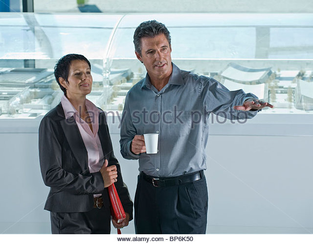 A businessman and businesswoman discussing architectural models - Stock-Bilder