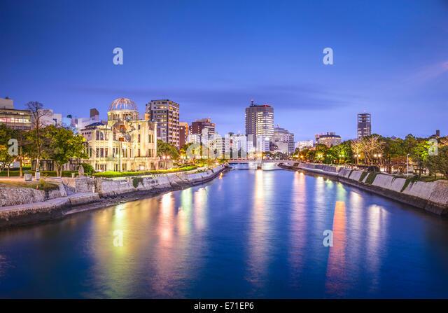 Hiroshima, Japan city skyline on the Otagawa River and Peace Memorial Park. - Stock-Bilder