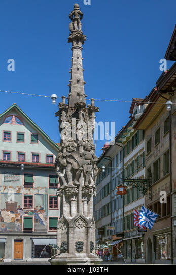 Historic buildings and fountain in the Old Town area of the city of Lucerne (Luzurn) in Switzerland - Stock Image