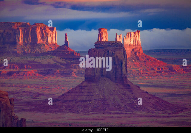 Spires of Monument Valley and impending storm, Monument Valley Tribal Park, Arizona/Utah   Seen from Hunts Mesa - Stock-Bilder