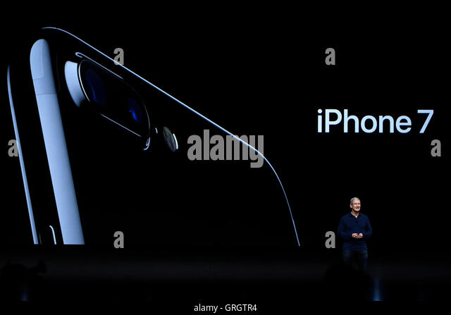 San Francisco. 7th Sep, 2016. Apple CEO Tim Cook introduces the new iPhone 7 during an Apple special event in San - Stock-Bilder