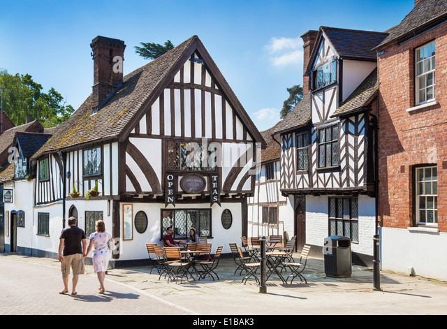 Castle Street  with the Thomas Oken Tea Rooms in the foreground, Warwick, Warwickshire, England, UK, Eu Europe - Stock Image