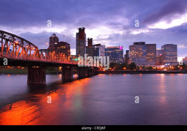 Portland Oregon skyline at dusk - Stock-Bilder
